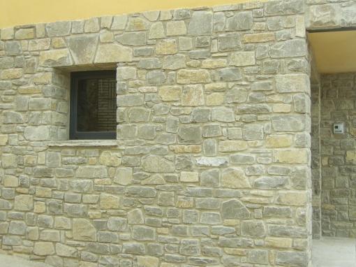 de fachada con mampuestos
