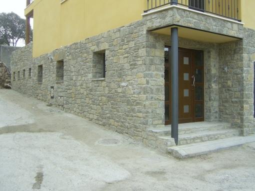 Loseta revestimiento de fachadas for Zocalos de fachadas fotos