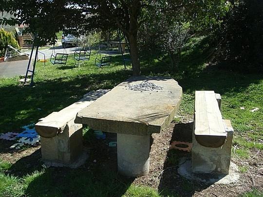 Loseta ornamentaci n for Mesa de jardin de piedra